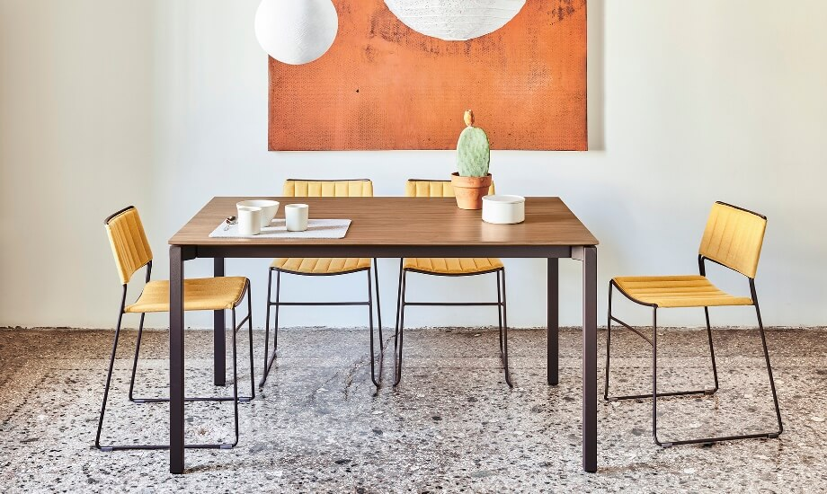 Tavolo More design Midj r&d e sedie Slim design Paolo Vernier