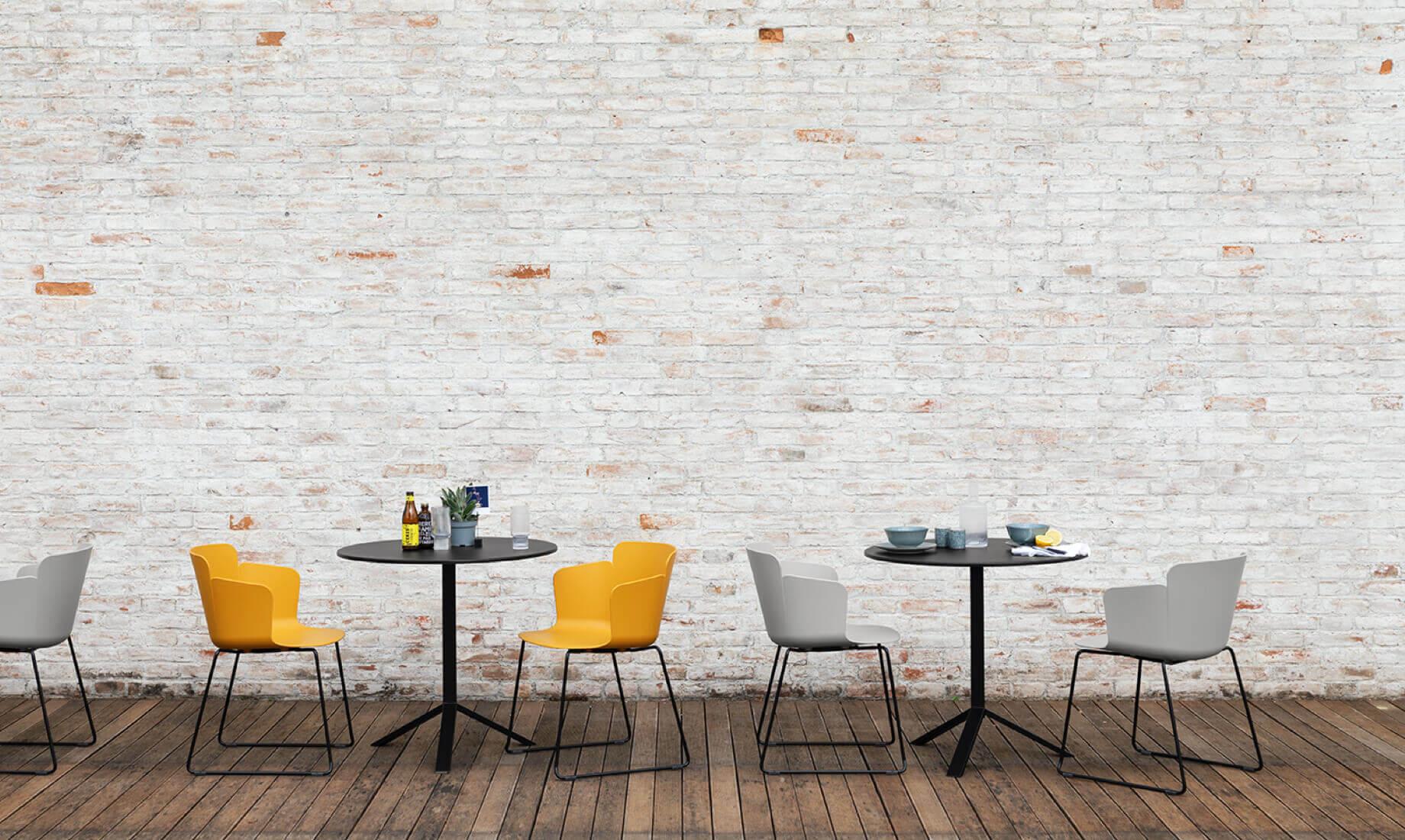 Midj - Pantone 2021 - Calla armchair