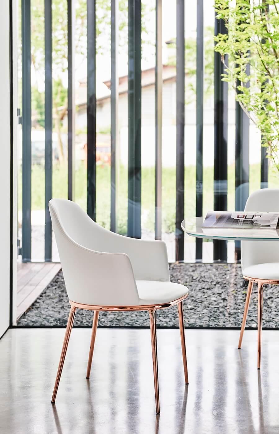 Poltroncina Lea, design Paolo Vernier.