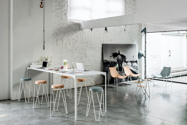 Armando high table with Apelle stools