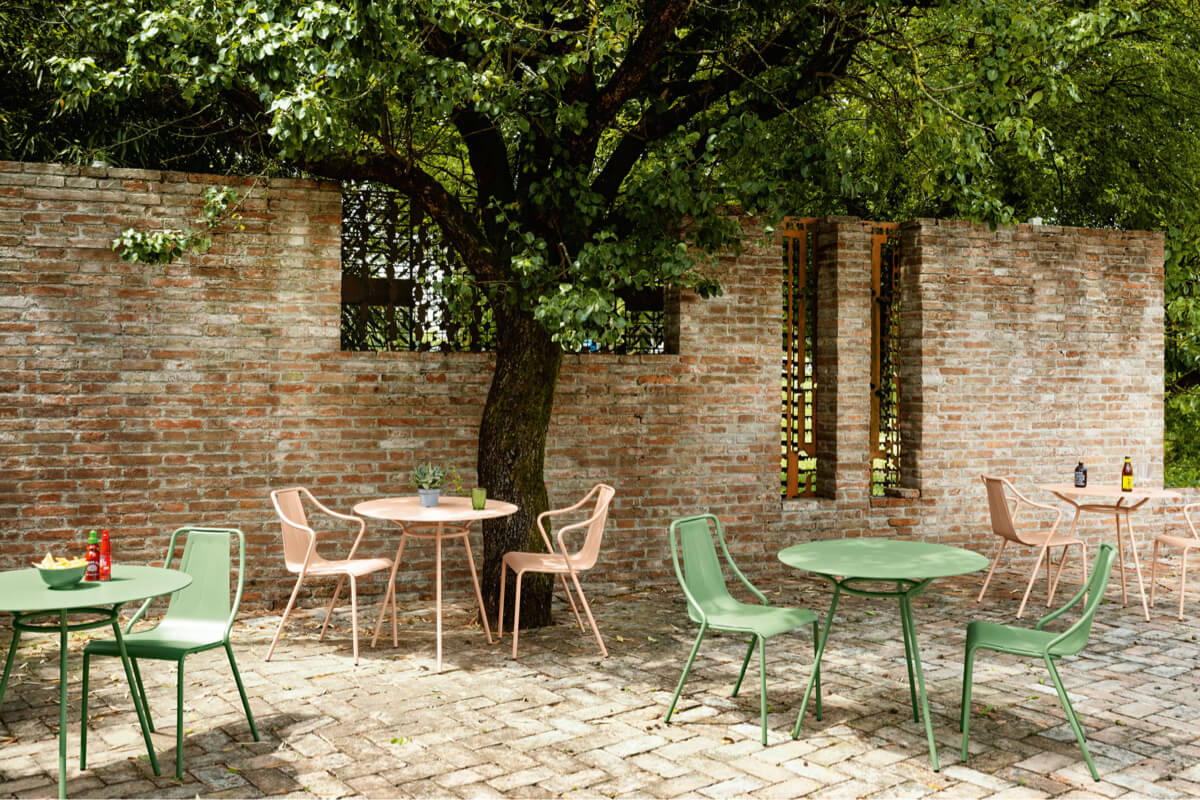 Arredamento outdoor: il design essenziale e soft dei salotti estivi