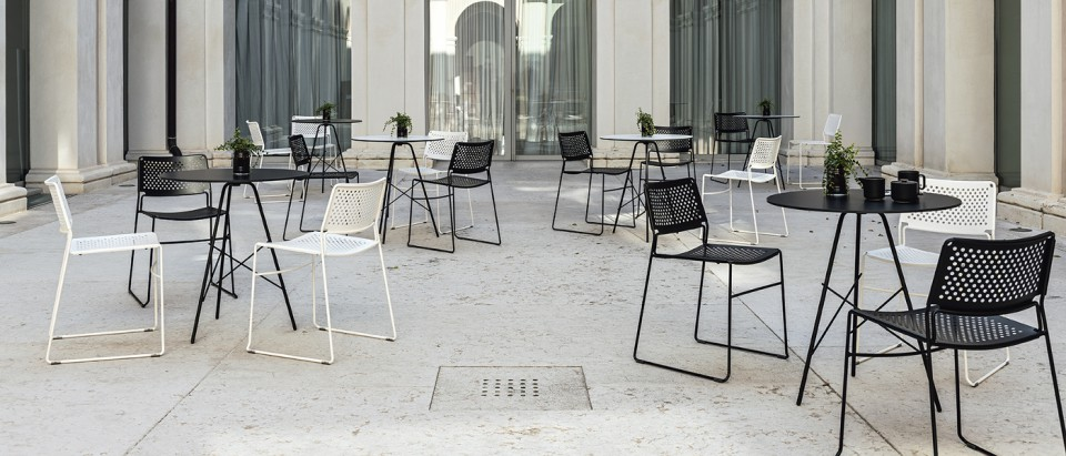 Break round bistrò table with black steel frame and hpl top