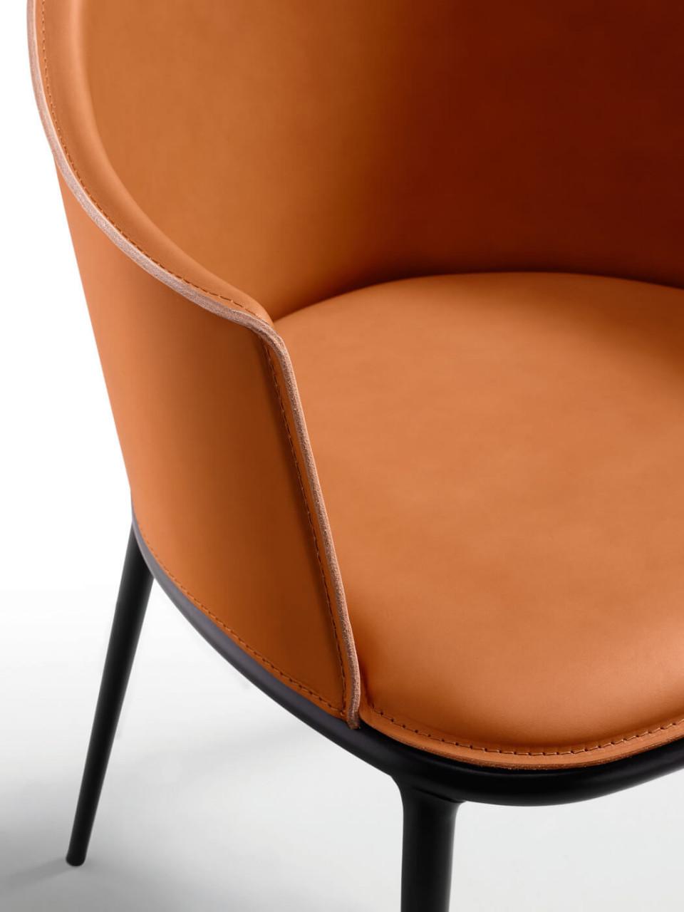 Particulier du fauteuil Lea en cuir toscan