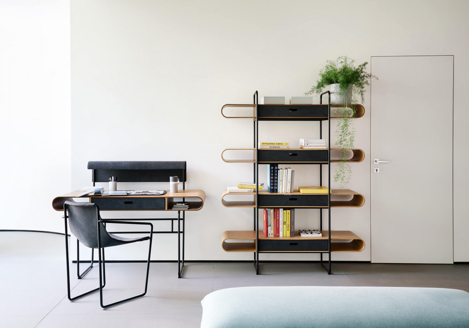 Apelle bookcase with wooden shelves and black steel structure