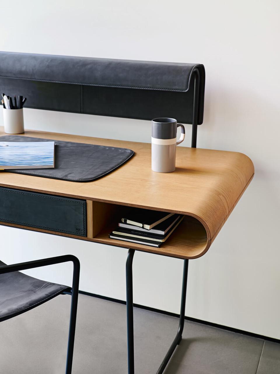 Apelle desk