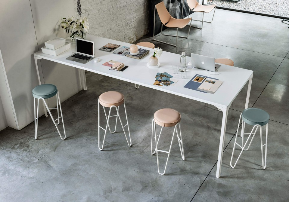 Apelle Jump high stool in white metal with seat in facepowder pink, light blue and white hide