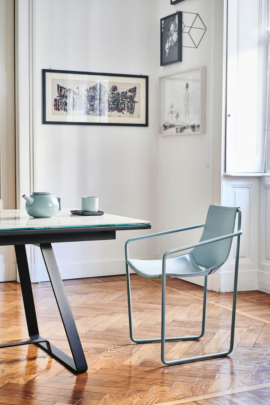 Apelle armchair with light blue hide seat and light blue metal legs