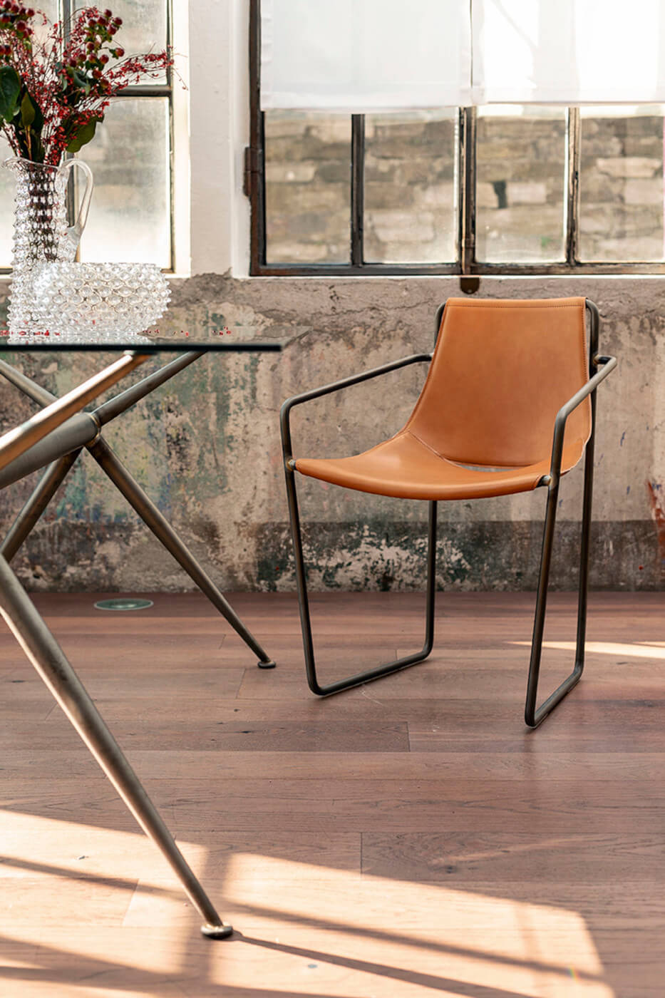 Apelle chair with armrests, seat in ocher hide and legs in brown metal