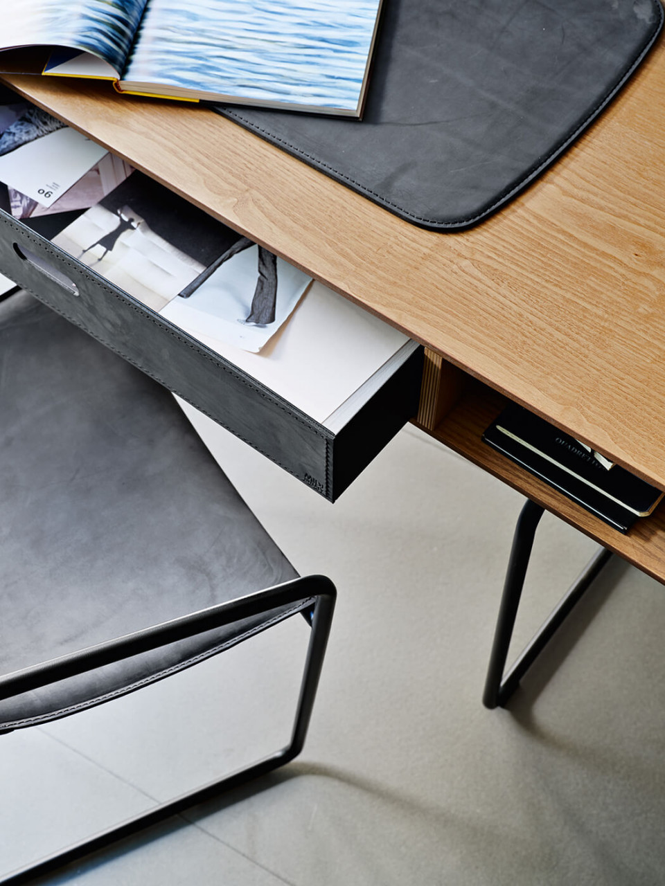 Cassetto in cuoio della scrivania Apelle