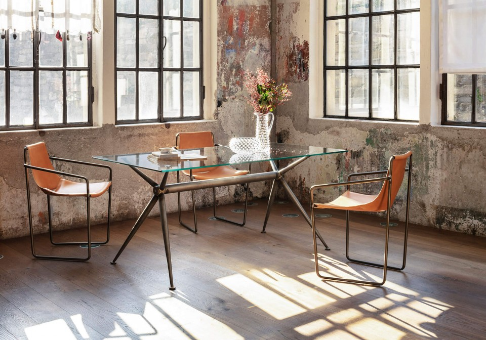 Brioso scrivania con struttura in acciaio effetto vintage e piano in vetro