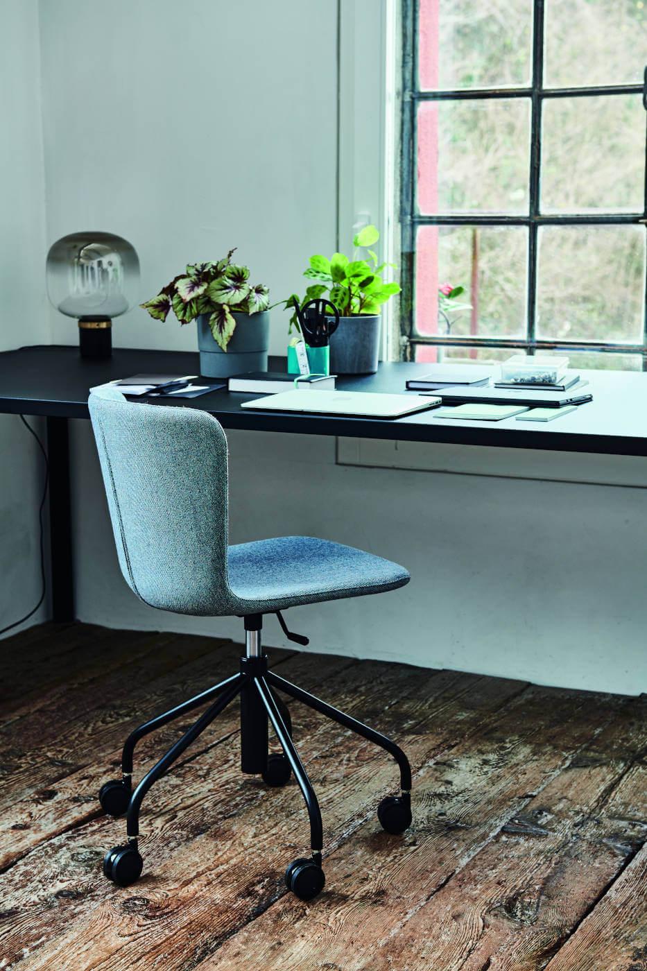 Calla design chair on wheels