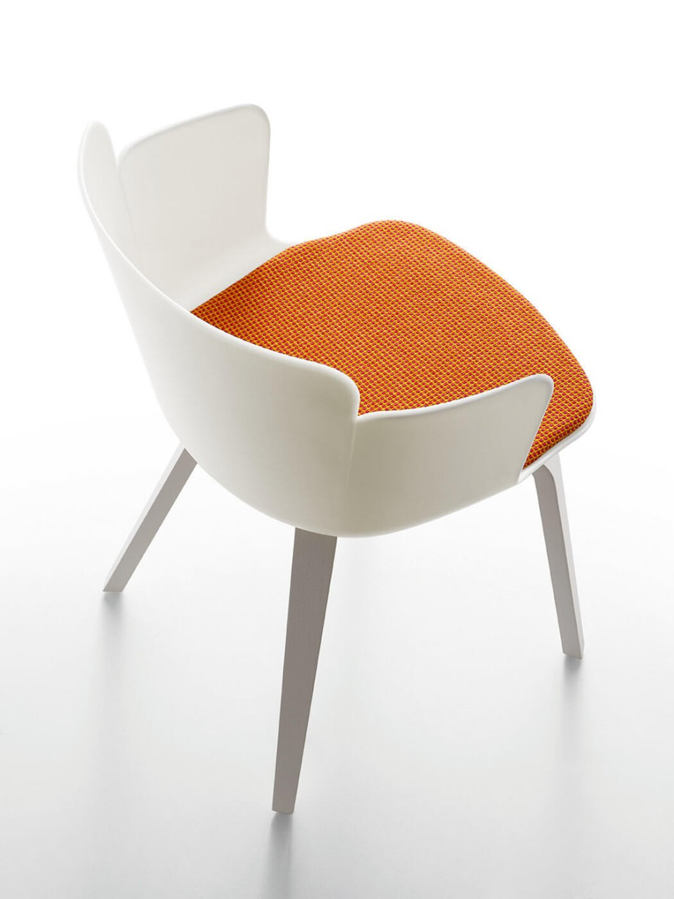 Calla armchair with wooden frame and white polypropylene seat. Optional orange fabric cushion