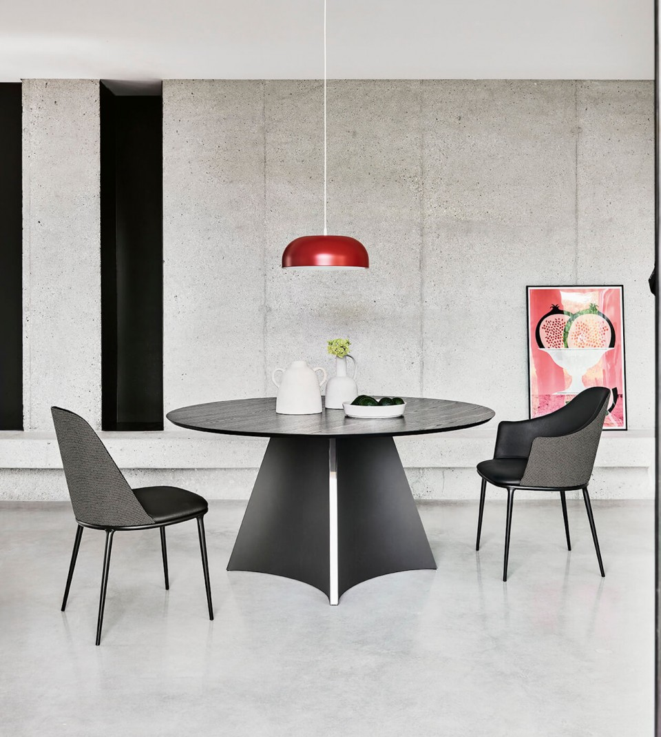 Concave round table diameter 150 cm with black metal base and black wood top