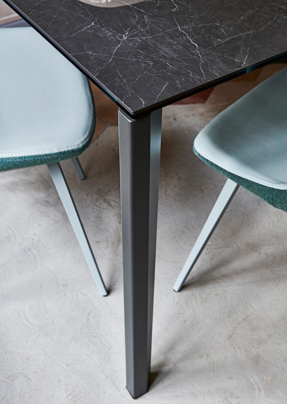 Detail of Diamante table leg and crystalceamic top with black marble effect