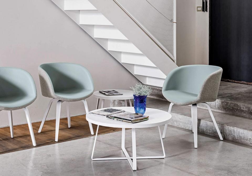 Tables basses Dj de 100 et 80 cm de diamètre avec pieds en métal blanc et plateau en cuir blanc