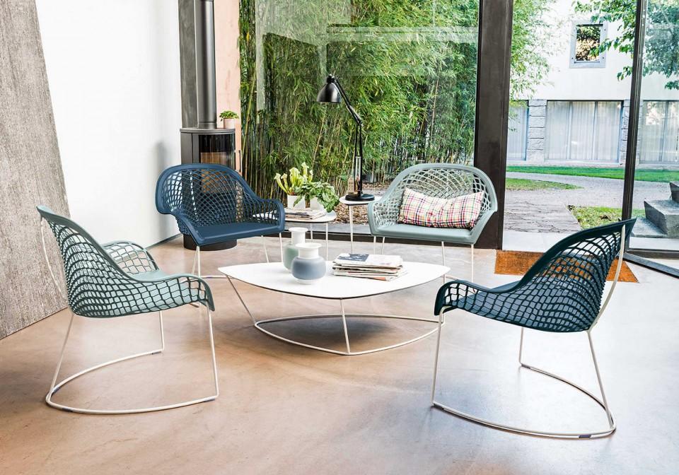 Guapa table basse avec base en métal blanc et plateau en cuir blanc