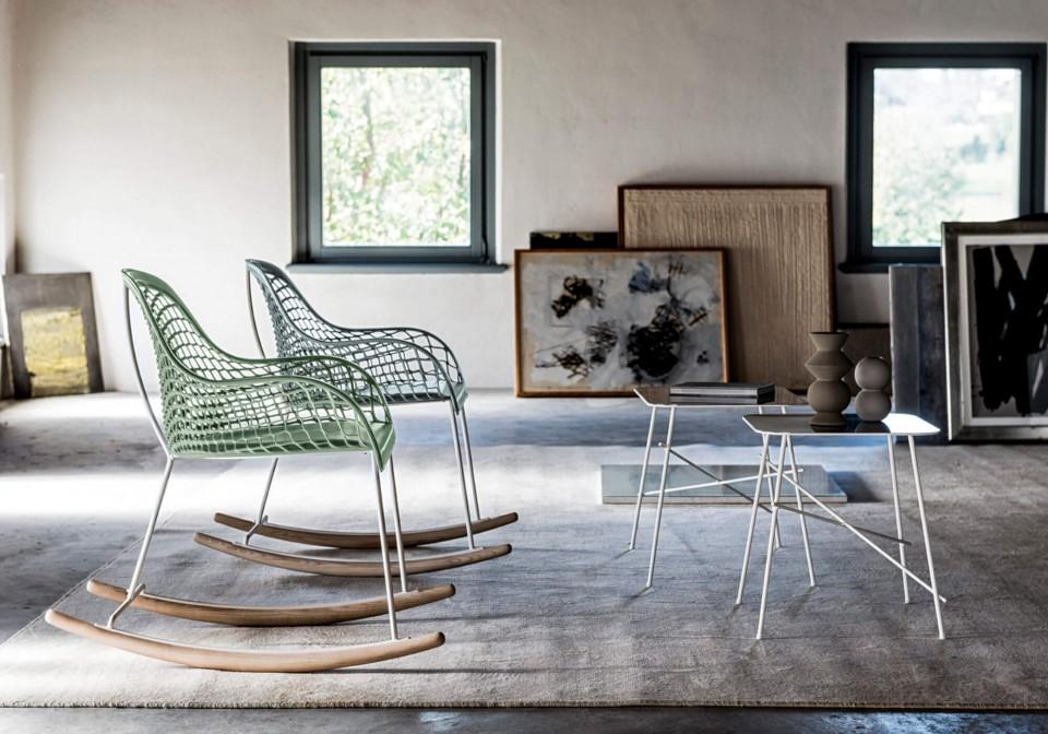 Rocking chair avec dossier bas Guapa avec structure en métal blanc et coque en cuir vert