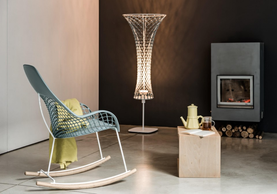 Guapa floor lamp with metal frame and light blue hide diffuser
