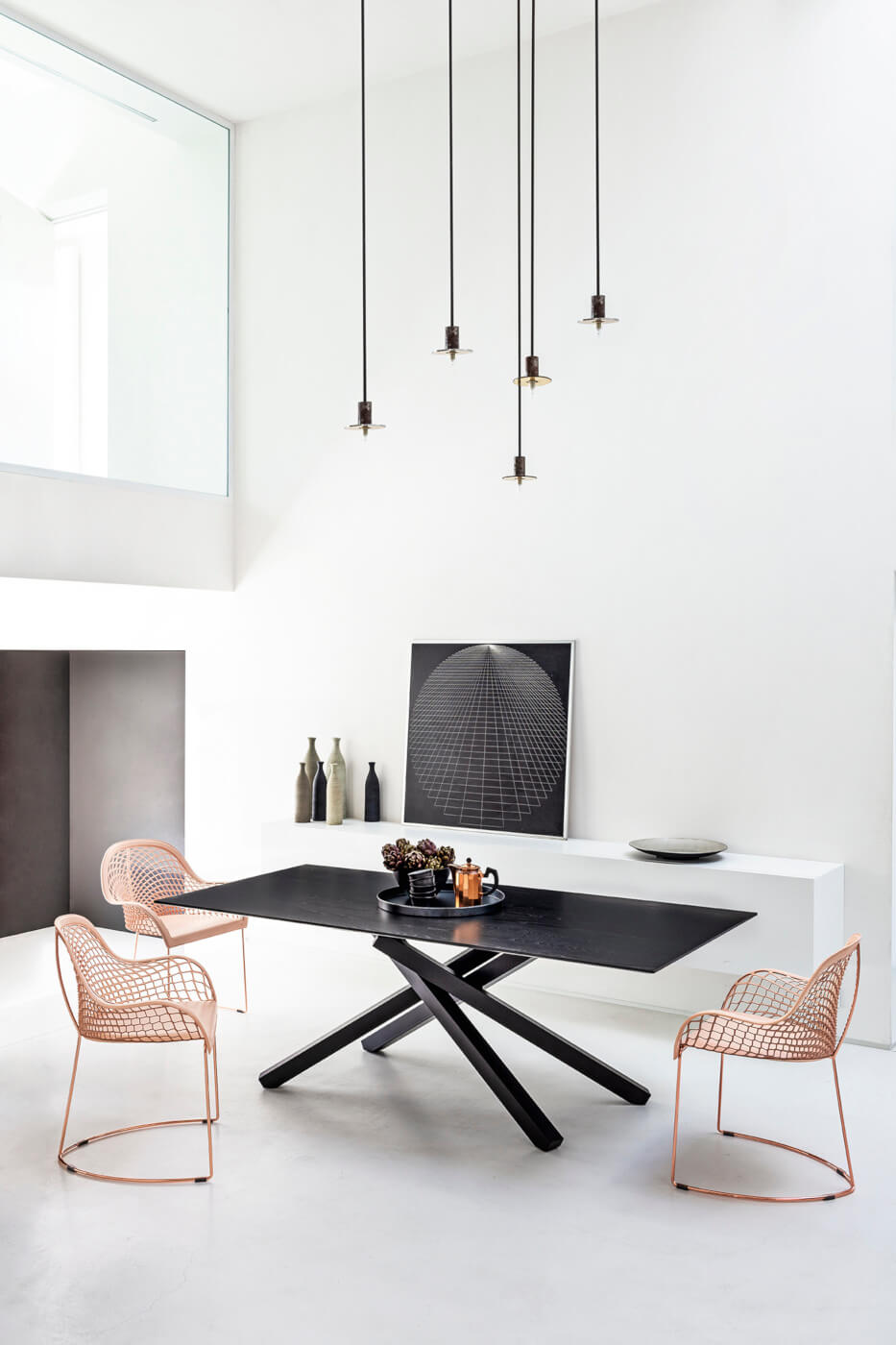Guapa table chair with armrests with metal base and pink hide seat