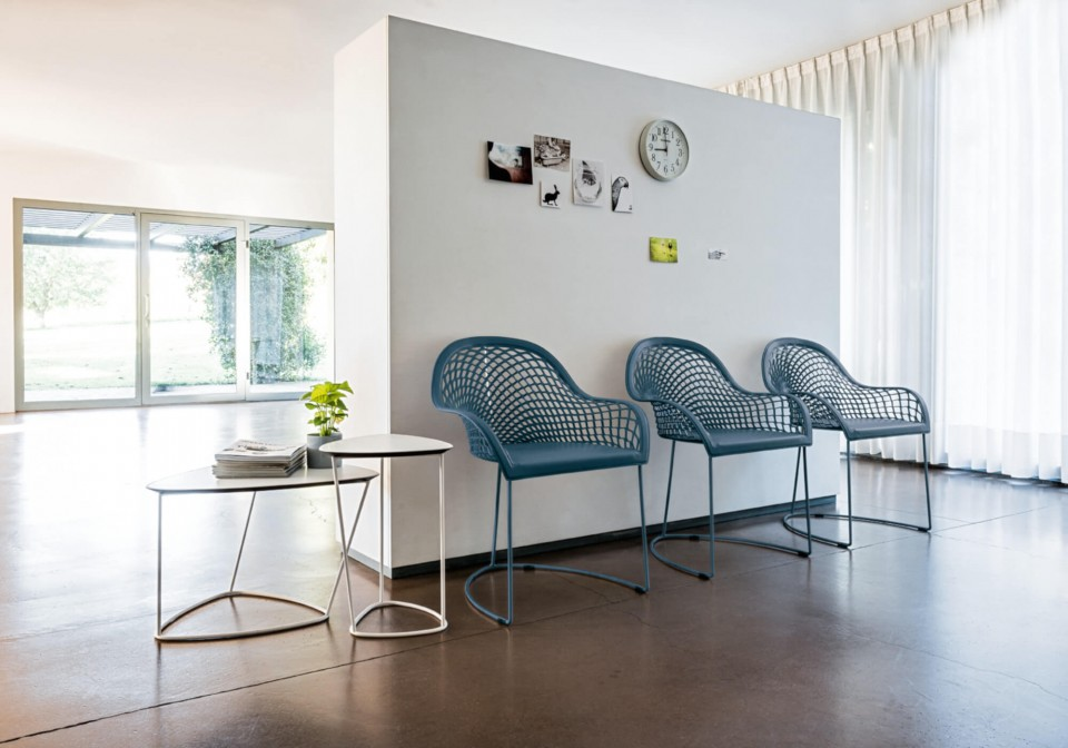 Guapa waiting room armchair with blue metal frame and blue hide seat