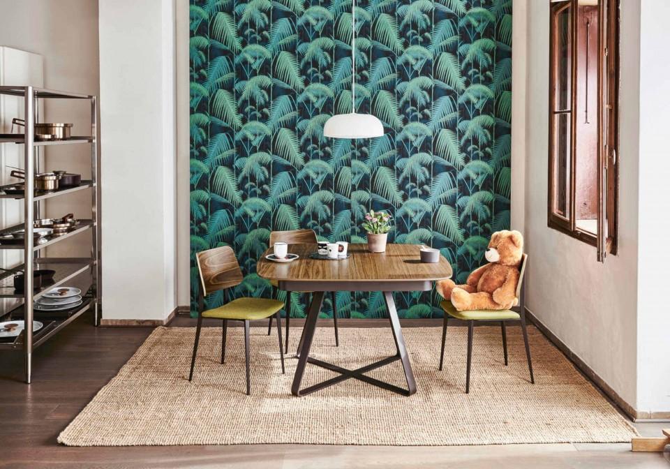 Joe chaise de table avec assise rembourrée en tissu vert et dossier en bois