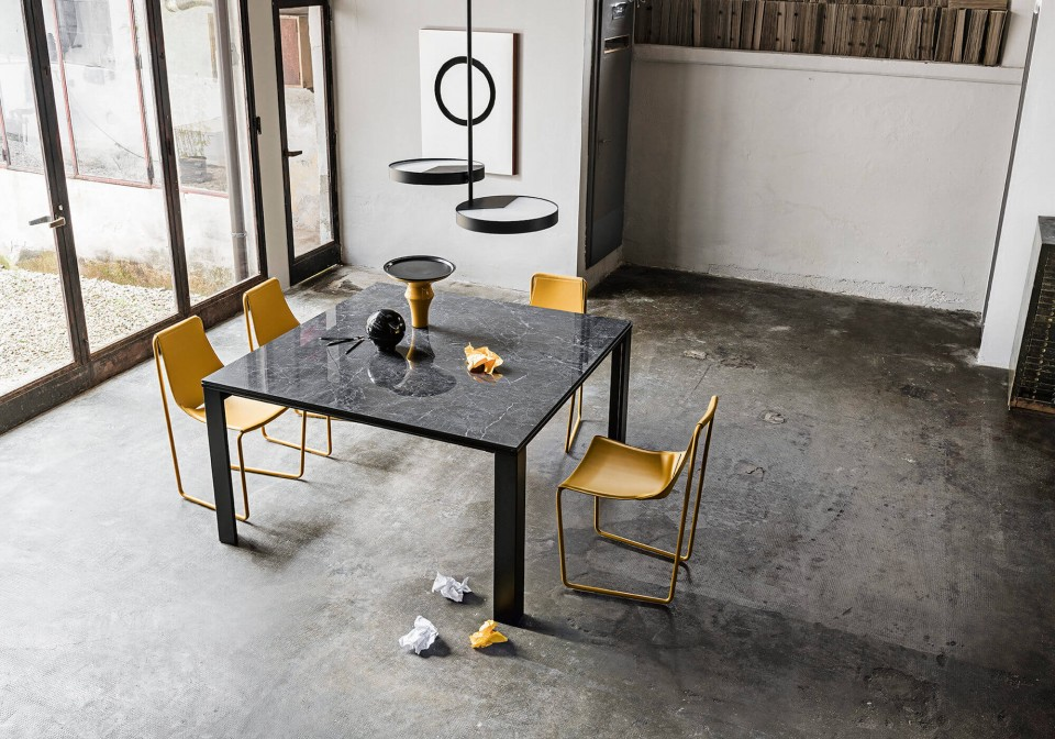 Marcopolo extendable square table