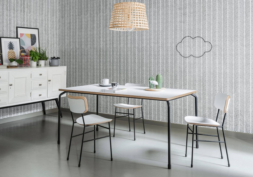 Master extendable table with four-leg base in black steel and top in white fenix