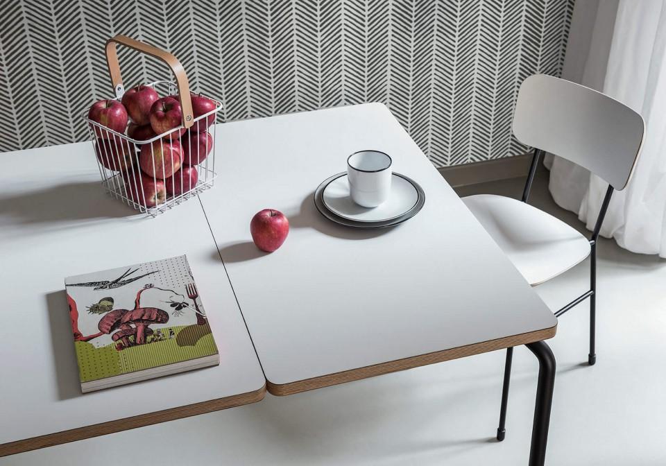 Détail du plateau en fenix blanc de la table Master