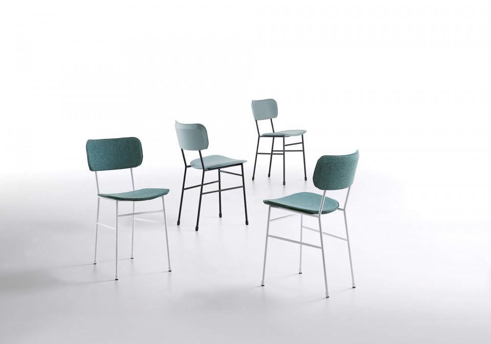 Master chair avec assise en cuir bleu et structure en métal