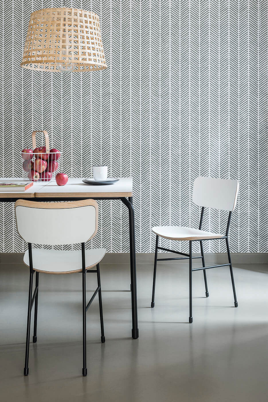 Chaise de restaurant Master avec assise en bois blanc et structure en métal