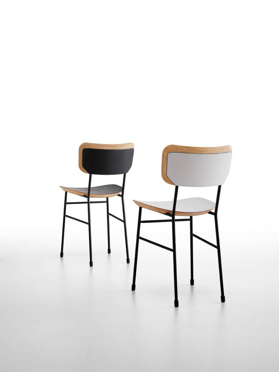 Master chair avec assise en bois noir et blanc et structure en métal