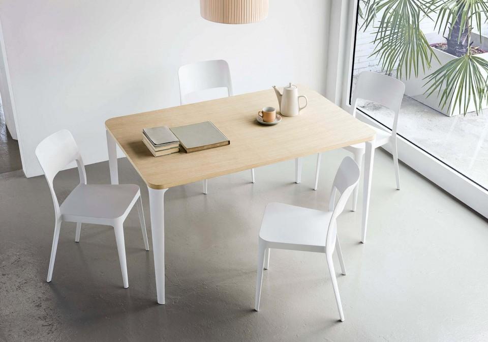 Tavolo da cucina Nenè 140x90 centimetri con gambe in acciaio bianco e piano in melaminico color legno