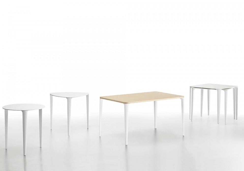 Collezione completa dei tavoli Nenè nelle versioni tonda, triangolare, rettangolare e quadrata