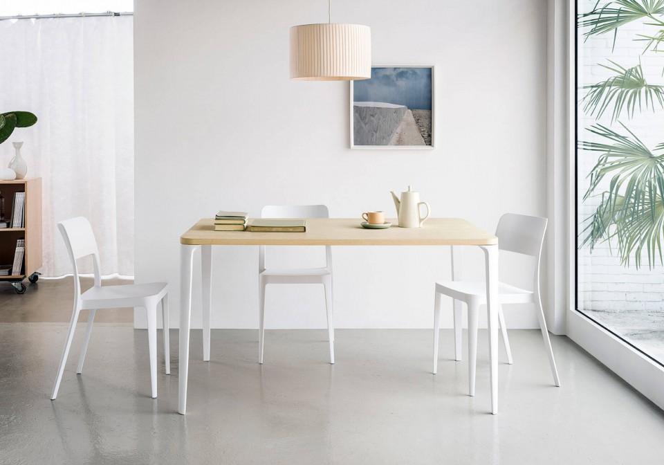 Tavolo Nenè rettangolare con gambe in metallo bianco e piano in melaminico effetto legno