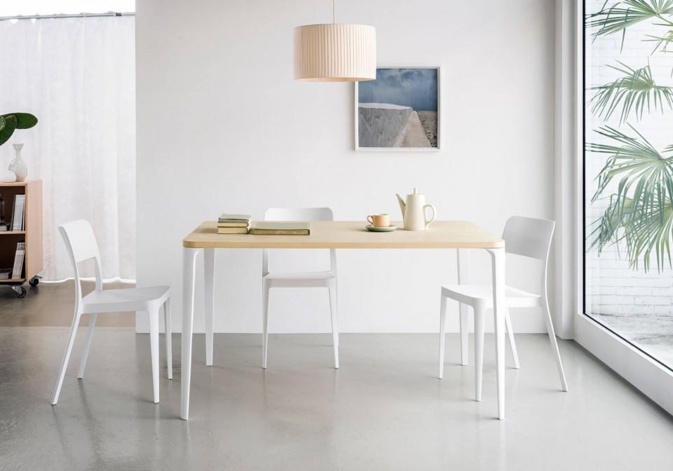 Nenè table chair in white polypropylene