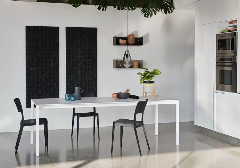Nenè chair in black polypropylene, stackable.