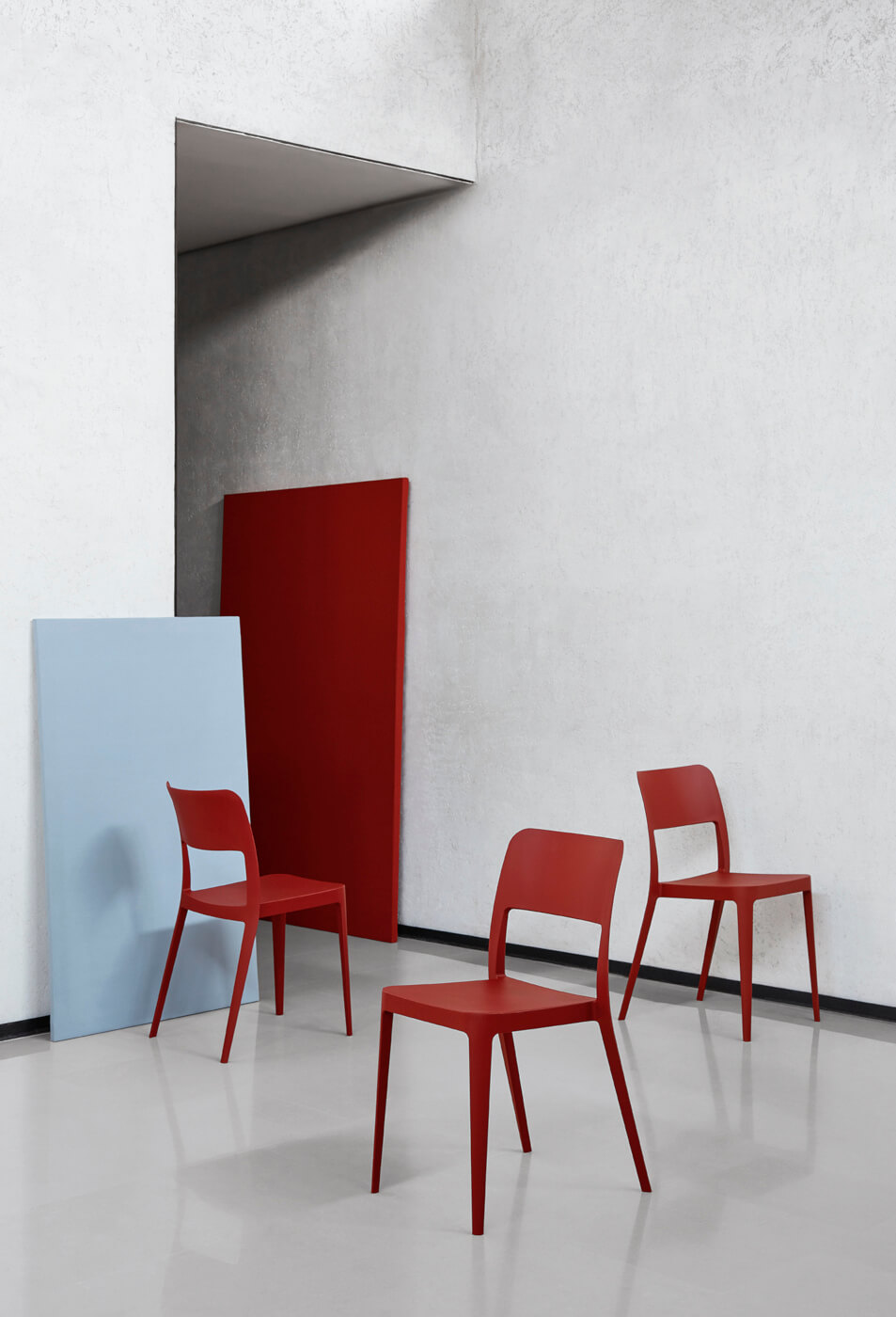 Nenè design chair entirely made of red polypropylene