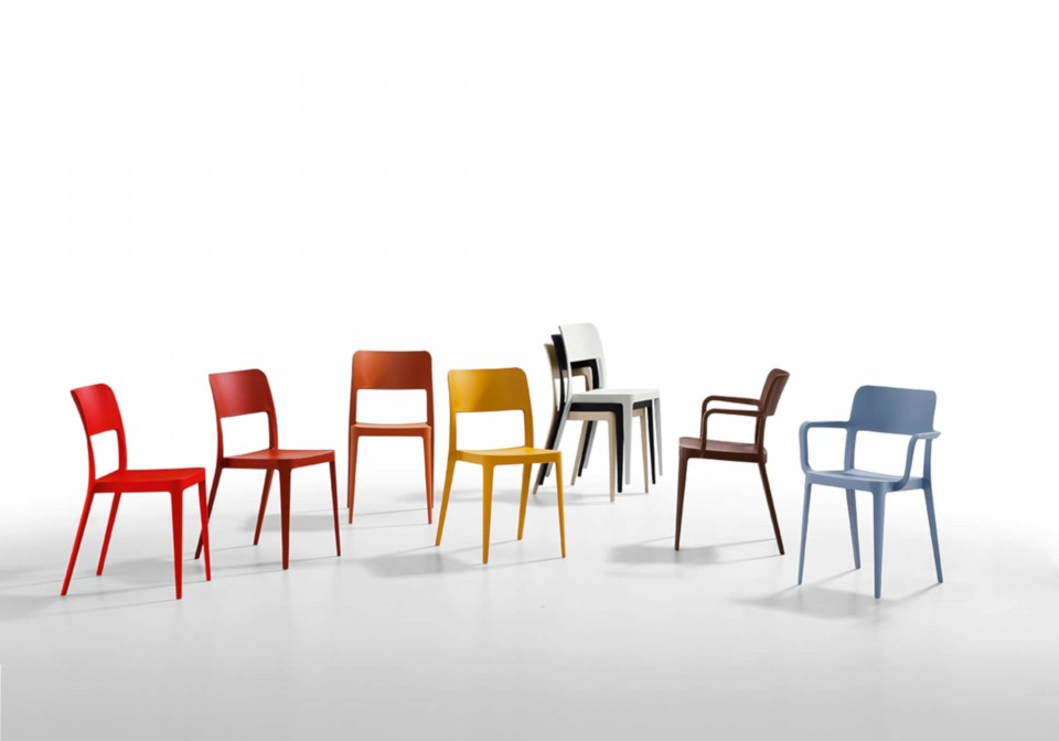 Nenè chair in polypropylene with assorted colors