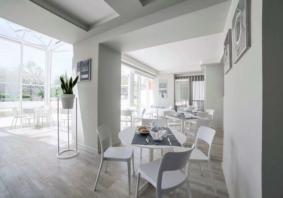 Nenè restaurant chair entirely made of polypropylene