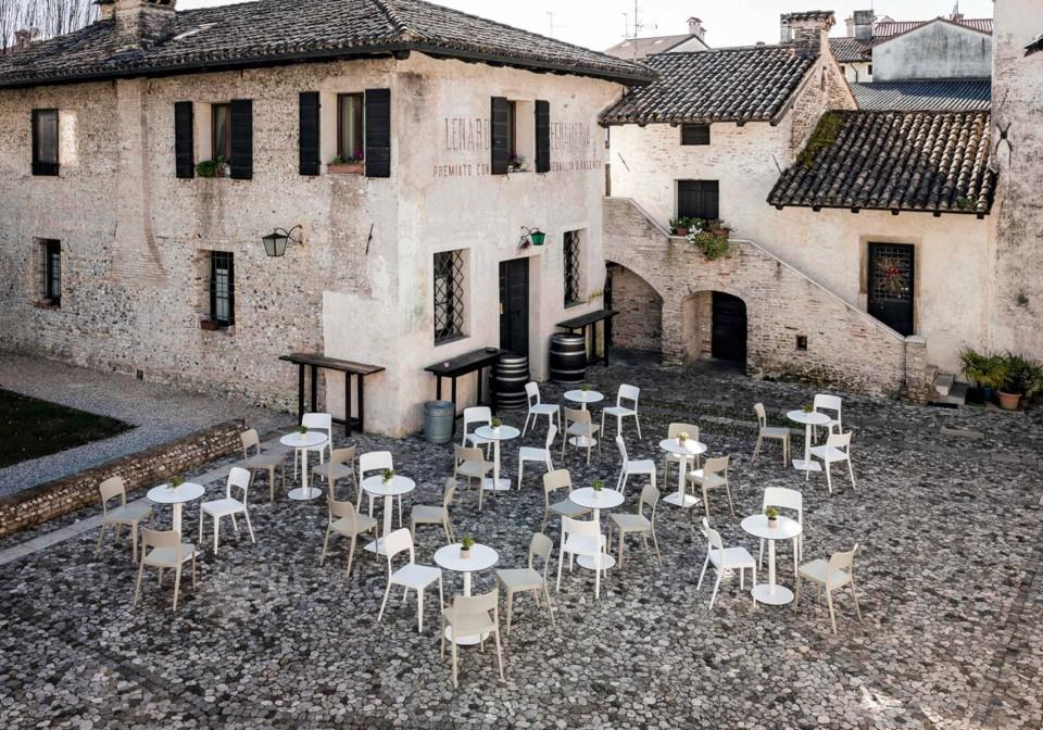 Nenè outdoor chair in white polypropylene