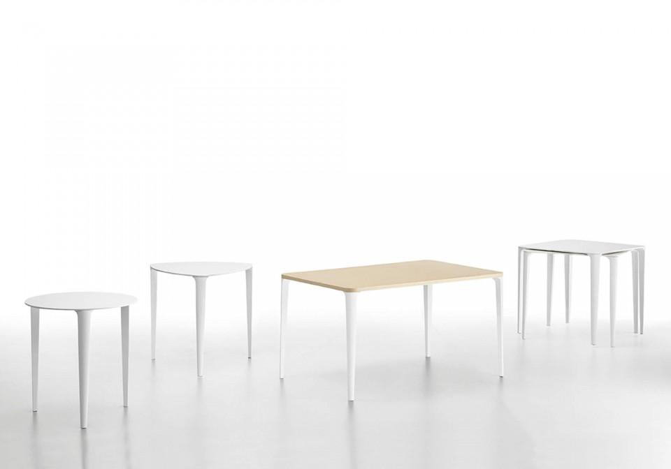 Collezione completa dei tavoli Nenè nella versione tonda, triangolare, rettangolare e quadrata