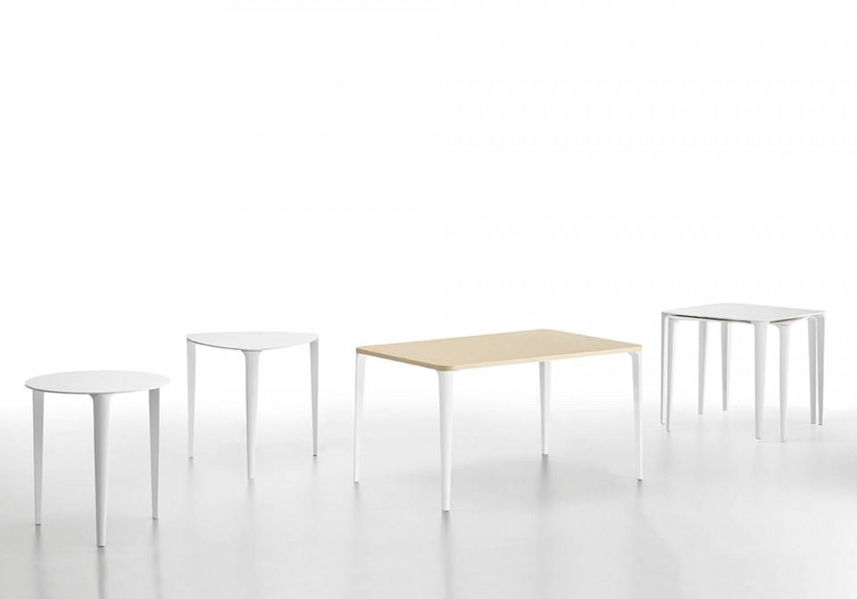 Collezione completa dei tavoli nenè nelle versioni triangolare, tonda, rettangolare e quadrata