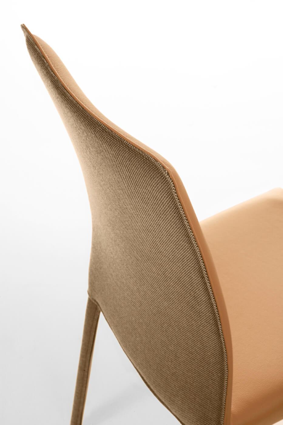 Chaise Nuvola à dossier haut en tissu orange