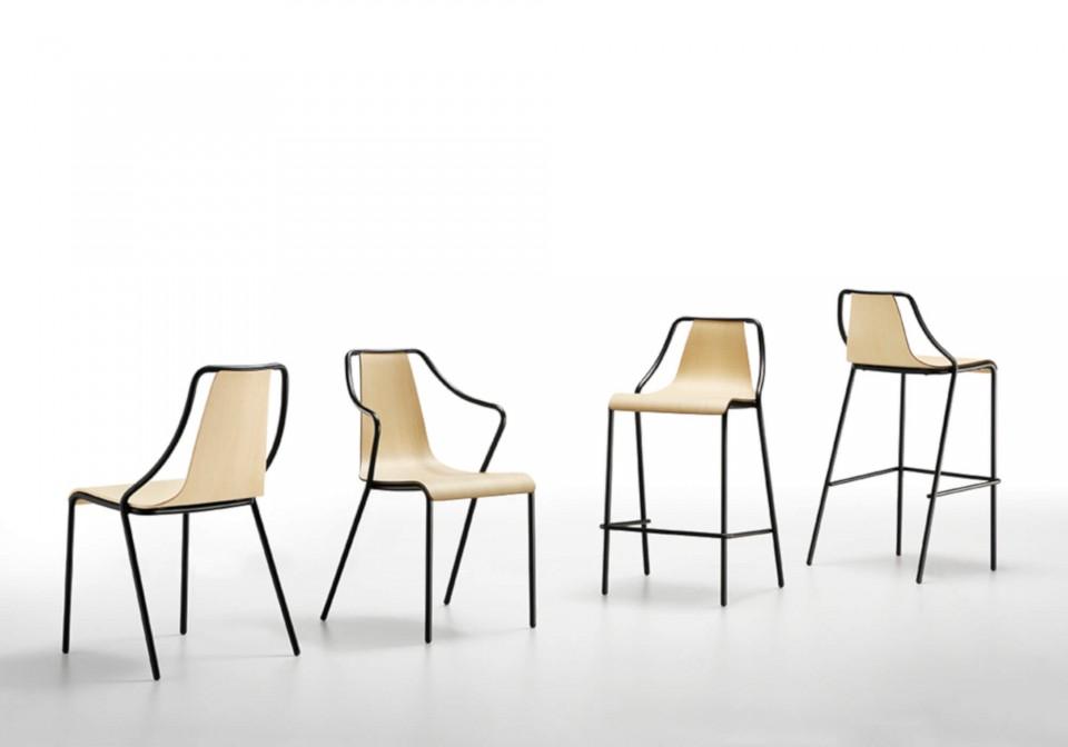 Chaise Ola, empilable jusqu'à quatre unités en bois, avec structure en métal