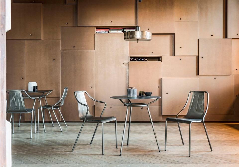 Ola chaise de table entièrement en acier peint