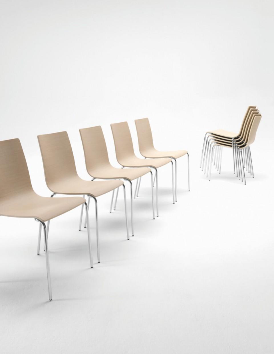 Sedia da interno Passepartout con base in legno e struttura in metallo