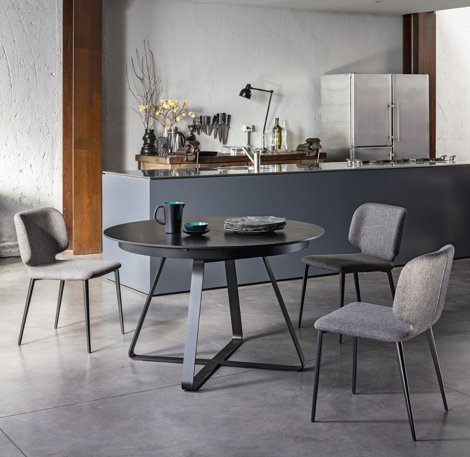 Paul extendable round kitchen table in the version with black steel base and black veneered wood top