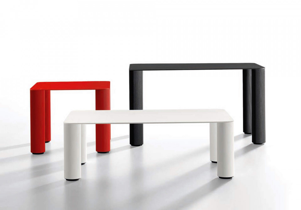 Paw coffee table for outdoor use