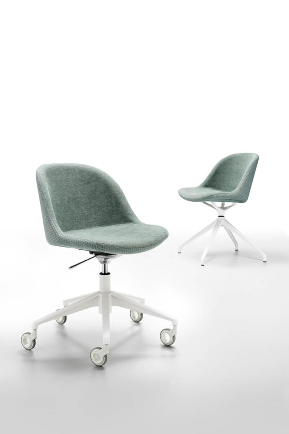 Sedia con ruote Sonny con seduta in tessuto verde e base in metallo bianco
