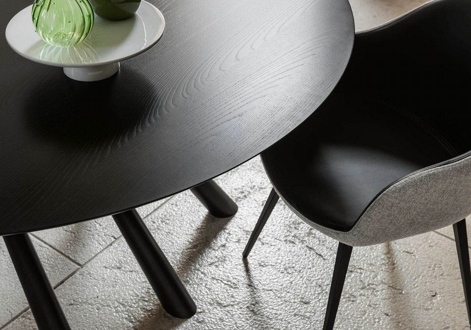 Detail of Sonny seat in black leather